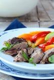 grillade meat förberedda grönsaker Arkivbild