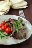 grillade meat förberedda grönsaker Royaltyfria Bilder