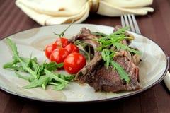 grillade meat förberedda grönsaker Arkivbilder