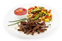 Grillade meat och grönsaker Arkivfoto