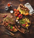 grillade meatgrönsaker royaltyfri bild