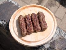 grillade meatrullar Arkivfoto