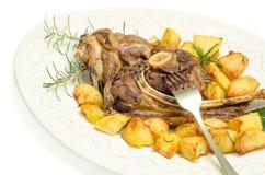 Grillade mutton och potatisar royaltyfri foto