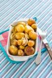 Grillade nya potatisar arkivbilder