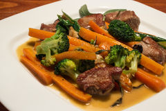 grillade porkgrönsaker Arkivfoton