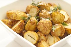 grillade potatisar royaltyfri fotografi