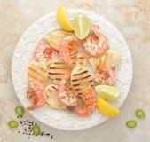 Grillade räkor och grillad tioarmad bläckfisk Royaltyfria Foton