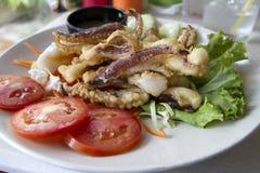 grillade tioarmad bläckfisk Arkivfoton