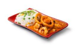 Grillade tioarmad bläckfisktrumpinnar och ris Royaltyfria Foton