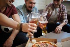 Grillage avec de la bière Photo stock