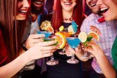 Grillage avec des cocktails Photographie stock libre de droits