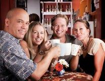 Grillage avec des cuvettes de Coffe Photo stock