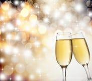 Grillage avec des verres de champagne photographie stock libre de droits