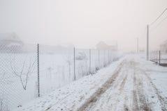 Grillage congelé un jour très froid et brumeux d'hiver Photo stock