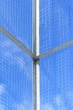 Grillage sur le fond de ciel bleu Image libre de droits