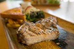 Grillat biff stekt griskött Arkivfoton