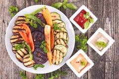 Grillat grönsak och dopp Arkivfoton
