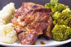 Grillat griskött med grönsaker Royaltyfria Foton