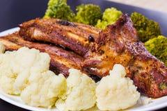 Grillat griskött med grönsaker Fotografering för Bildbyråer