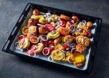 Grillat i smakliga varma grönsaker för en ugn arkivfoton
