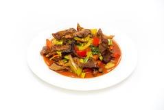 Grillat kött med grönsaker på plattan Fotografering för Bildbyråer