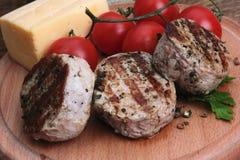 Grillat kött med tomaten och ost Royaltyfri Foto