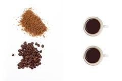 Grillat kaffe och farin som isoleras på vit Royaltyfri Fotografi