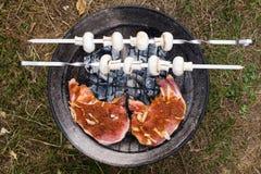 Grillat nötköttkött med vita champinjoner Royaltyfri Bild