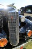 Grilldetail über klassisches amerikanisches Auto Stockbild