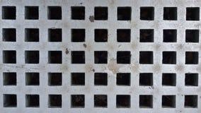 Grille argentée avec les places noires Fond symétrique de modèle photographie stock