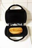 Grille-pain avec du pain grillé Photo stock