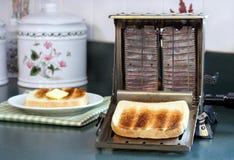 Grille-pain fonctionnant de cru Photographie stock libre de droits