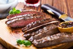 Grilled用了卤汁泡牛后腹肉排 库存照片