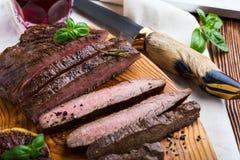 Grilled用了卤汁泡牛后腹肉排 库存图片