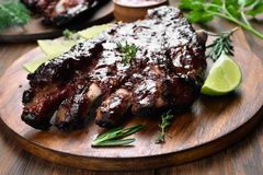 Grilled barbecue pork ribs. On wooden board Stock Photography