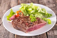 Grilled beef and salad Royalty Free Stock Photos