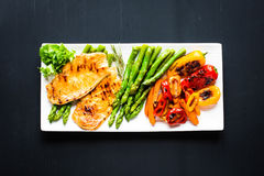 Grilled chicken breast with fresh vegetables Stock Photography
