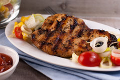 Grilled chicken breast with vegetables Stock Photography