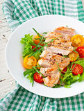 Grilled chicken breasts and fresh salad Royalty Free Stock Images