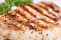 Grilled chicken breasts with fresh vegetables Royalty Free Stock Photos