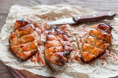 Grilled chicken breasts in hot mango sauce Stock Photography