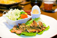 Grilled Chicken with Egg and Salad Royalty Free Stock Photos