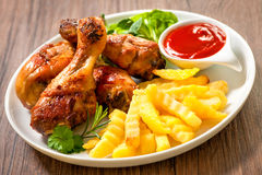 Grilled chicken with french fries Royalty Free Stock Photos
