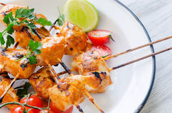 Grilled chicken kebabs with tikka masala sauce Stock Photo