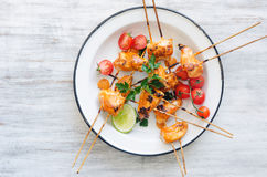 Grilled chicken kebabs with tikka masala sauce Stock Photography