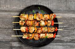 Free Grilled Chicken Kebabs With Vegetables Royalty Free Stock Photo - 105717945