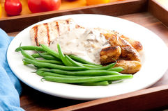 grilled chicken with mushroom sauce and fingerling potatoes Royalty Free Stock Photos