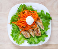 Grilled chicken on salad Stock Photography