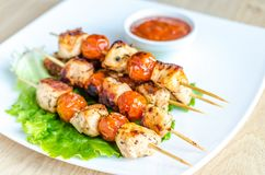 Grilled chicken skewers with cherry tomatoes Royalty Free Stock Photography