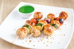 Grilled chicken skewers with zucchini and cherry tomatoes Stock Photography